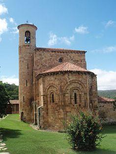 La Colegiata de San Martín de Elines es el monumento románico sobresaliente de los muchos que tiene Valderredible y uno de los más interesantes de la región. Es una de las cuatro colegiatas construidas en estilo románico en Cantabria, junto a Santillana, Castañeda, y Cervatos.  La colegiata se construyó inicialmente como monasterio,pasó posteriormente a ser colegiata, y finalmente parroquia.