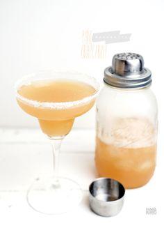 pink grapefruit margarita (Tequila, grapefruit juice, Lime juice, Triple sec (or Cointreau), sirop de canne, sel)