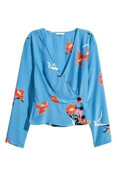 386eb18ad0 Blusa de mangas compridas em tecido fino de viscose com estampado floral