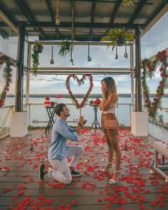 wedding proposal aesthetic Loving this moving proposal so much that cant take eyes off it TAG someone whod value this . Submit your proposal via ohsoperfectproposal (the link in BIO) . Congrats biiamatos leomarquess Photo by fernandoveler Cute Proposal Ideas, Cute Date Ideas, Surprise Proposal Pictures, Proposal Photos, Romantic Ways To Propose, Romantic Proposal, Perfect Proposal, Love Proposal, Romantic Weddings