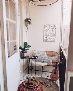 ideas for a small balcony – Howtomake.nl – Anita Gallagher - All About Balcony Apartment Balcony Decorating, Apartment Balconies, Small Balcony Decor, Balcony Design, Vintage Garden Decor, Cozy House, Sweet Home, Room Decor, House Design