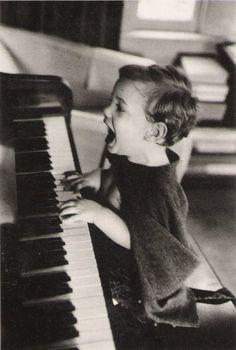 LA Joie totale libératrice du chant, de la misique ...    fa  lalala   Jacques Lowe The Joy of Music, N.Y.C., 1960