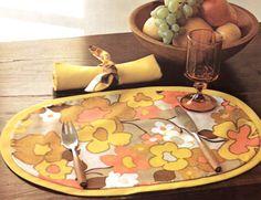 1970s Decor, Retro Room, Retro Table, Dining Area, Mid-century Modern, Table Settings, Hem, Table Decorations, Feng Shui