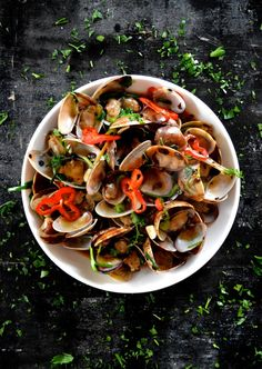 Stir-Fried Clams in Black Bean Sauce  A quick summer dish that is easy to make and quite delicious!  #clams #blackbeansauce #chinese