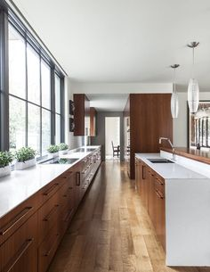 Modern Kitchen Design Extraordinary home in Dallas built around a central courtyard - Stocker Hoesterey Montenegro Architects designed this fabulous contemporary home that surrounds a courtyard, located in Dallas, Texas. Modern Farmhouse Kitchens, Rustic Kitchen, Country Kitchen, Home Kitchens, Eclectic Kitchen, Contemporary Kitchens, Modern Courtyard, Courtyard Design, Modern Kitchen Design