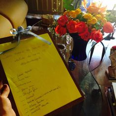 ♥♥♥  CASO REAL: O chá-bar DIY da Vanessa e do Marcos (com dicas) Não tem nada melhor do que ouvir histórias de casais apaixonados, naquele clima de amor super delícia, uma curtição onde tudo é lindo e perfeito... http://www.casareumbarato.com.br/caso-real-o-cha-bar-diy-da-vanessa-e-do-marcos-com-dicas/