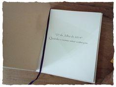 Caderno Personalizado Amor <br> <br>Este Caderno foi desenvolvido para uma cliente especial que nos solicitou um Caderno todo personalizado para seu namorado. <br>Em algod�o cru com cord�o em couro e palavra AMOR.