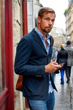 This guy looks like a total d-bag, but I do like the dark blue blazer with that shirt and jeans.