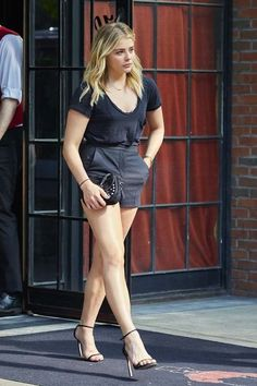 For fans of actress Chloë Grace Moretz. Hit Girl, Chloe Morets, Chloë Grace Moretz, Clothing For Tall Women, Summer Dresses For Women, Beautiful Celebrities, Hollywood Actresses, Sexy Legs, Look Fashion