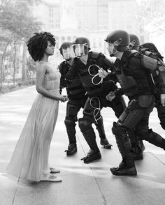 Uzo Aduba, Katie Holmes & Ieshia Evans Reenact Iconic Images of Social Change We revisited three moments of defiant acti Protest Art, Photo Vintage, Black History Facts, Power To The People, Social Change, Katie Holmes, Poses, Black Power, Black People