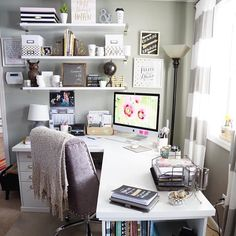 20 Home Office Ideas (Modern Style and Comfortable Functioning from house has come to be more than a fad. Right here are our favored 20 home office concepts that allow you function from house in style. Home Office Space, Home Office Design, Home Office Decor, Office Furniture, Feminine Office Decor, Office Designs, Small Office, At Home Office Ideas, Cute Office