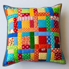 Scrappy Quilted Patchwork Pillow | 5 Patchwork Cusion Ideas - http://www.diyhomeproject.net/scrappy-quilted-patchwork-pillow-5-patchwork-cusion-ideas