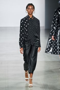 Elie Tahari Spring 2020 Ready-to-Wear Fashion Show - Daily Fashion Spring Fashion Outfits, Fashion Week, Fashion 2020, Modest Fashion, Womens Fashion, Fashion Trends, Elie Tahari, Fashion Show Collection, Couture Collection