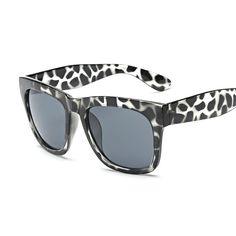 698d447bb4b8 Fashion Men Women Sunglasses Retro Star Style Round Brand Designer Unisex  Sun Glasses Oculos de sol UV400 Laura Fairy 936-in Sunglasses from Men s  Clothing ...