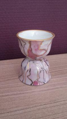 Coquetier en porcelaine nacré ?