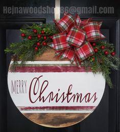 Christmas Craft Fair, Christmas Wood, Christmas Signs, All Things Christmas, Holiday Crafts, Christmas Plaques, Christmas Door Decorations, Christmas Wreaths, Hobby Lobby Crafts