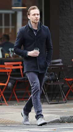 Tom Hiddleston and his cuppa coffee on the loose in the streets of London. Via Torrilla/weibo http://maryxglz.tumblr.com/post/153206250097/tom-hiddleston-and-his-cuppa-coffee-on-the-loose