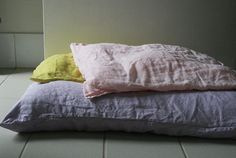 LINEN PILLOW CASES Set of 2, linen pillow cases with envelope enclosure. Linen becomes softer and more comfortable with each wash. Insert not included. ------------------------------------------------------- DETAILS - Qty - 2 pillowcases - handmade from 100% linen - envelope enclosure - photos show LIGHT PINK / CITRON / LAVENDER GREY - available in a variety of colours. - prewashed with eco friendly washing detergent ------------------------------------------------------- HANDMADE TO ORDER…