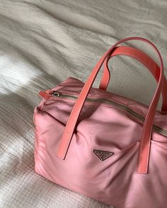 Outfit Ideas For Teen Girls, Fashion Bags, Fashion Accessories, Women's Fashion, Fashion Outfits, Bag Prada, Sauce Barbecue, Teen Girl Gifts, Cute Bags