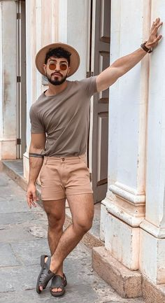 Gay Fashion has always been bold,classy and sexy!Then check out these Hottest Gay Fashion Trends of 2020 Summer Outfits Men, Stylish Mens Outfits, Stylish Shirts, Jungs In Shorts, Gay Outfit, Queer Fashion, Best Mens Fashion, Men Looks, Mens Clothing Styles