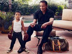 """Nell'ultima campagna """"Core Values"""", Louis Vuitton stupisce con la partecipazione dell'atleta più famoso al mondo: Muhammad Ali. La fotografia ritrae lo """"sportivo del secolo"""" nella sua casa in Arizona, seduto accanto al nipotino con i guantoni da box e l'aria fiera di chi è pronto a salire sul ring. La foto è di Annie Leibovitz; il pay-off recita """"Some stars show you the way. Muhammas Ali and a rising stars"""" (Ci sono stelle che indicano il cammino. Muhammad Ali e un astro nascente)."""