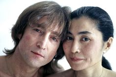 John Lennon and Yoko Ono in the fall of 1980 by Allan Tannenbaum. John Lennon Yoko Ono, John Lennon Beatles, The Beatles, The Fab Four, Paul Mccartney, Rolling Stones, Playboy, Love Story, Youtube