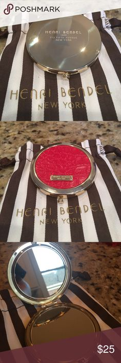 Henri Bendel Compact Mirror Never been used. Looks brand new. With bag. Such a handy and pretty cosmetic mirror. henri bendel Makeup Brushes & Tools