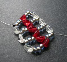 We've already had a look at what chevron chain  can do when paired up with two-hole Tila beads, but what about the basic stitch? In it's sim...