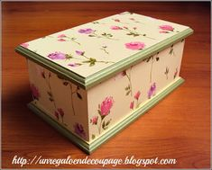 UN REGALO EN DECOUPAGE: Decoupage Sobre Madera Decoupage Box, Bottle Box, Ideas Para, Toy Chest, Thrifting, Vintage Items, Diy And Crafts, Decorative Boxes, Hand Painted