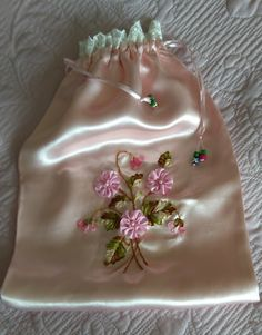 Organza Flowers, Ribbon Work, Ribbon Embroidery, Tote Bag, Embroidered Towels, Craft, Fabric Flowers, Sewing Tutorials, First Holy Communion