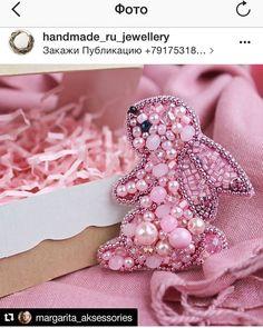 """Замечательная группа в Инстаграм """"Лучшие украшения ручной работы"""" с 68000 подписчиков ,снова опубликовала мою работу☺️☺️ Это третья моя работа опубликованная в группе ✌️✌✌. Спасибо @handmade_ru_jewellery ❤️ Hand Work Embroidery, Bead Embroidery Jewelry, Beaded Embroidery, Beaded Jewelry, Brooches Handmade, Handmade Ornaments, Handmade Jewelry, Beading Projects, Beading Tutorials"""