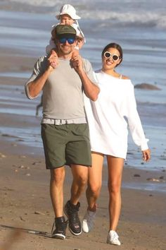 84fb1638c4 Irina Shayk Style With Bradley Cooper in Malibu October 25