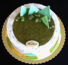 Torta mousse di ricotta, geleè di kiwi e bisquit all'olio evo.