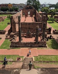 Ayutthaya was the seat of power in Thailand for centuries and the ruins of its temples are a reminder of the Indic influence in this region. Wat Ratchaburana, Mount Meru, Theravada Buddhism, Brick Columns, Golden Buddha, Bodhi Tree, Four Corners, Buddhist Temple, Angkor