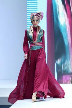 Indonesia Islamic Fashion Fair 2013 love the vivid colours Modest Fashion, Hijab Fashion, Runway Fashion, Fashion Dresses, Hijab Gown, Maxi Styles, Hijab Styles, Indonesian Women, Moslem Fashion