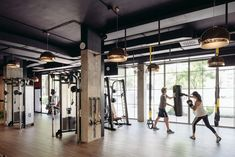 Club xii - picture gallery sala fitness, fitness studio, club design, gym d Spa Room Decor, Home Gym Decor, At Home Gym, Gym Madrid, Sala Fitness, Fitness Plan, Paar Workout, Parkour Gym, Dream Gym