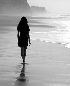 """""""Aprendi que existem coisas para as quais ainda não foram inventadas palavras.  Provavelmente seja melhor assim, sem palavras para tudo e com explicação para quase nada, nos dando o luxo de simplesmente sentir e desejar, como todas as forças, que tudo isso vire apenas lembranças. No mais, estive pensando em você com todo coração."""""""