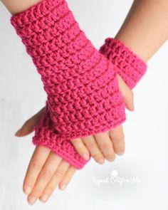 Crochet Patterns Gloves Fingerless Crochet Gloves – Repeat Crafter Me Crochet Fingerless Gloves Free Pattern, Gilet Crochet, Crochet Amigurumi, Fingerless Mitts, Knit Crochet, Crochet Granny, Crochet Chain, Crochet Socks, Crochet Pillow
