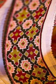 Cross Stitch Designs, Cross Stitch Patterns, Scandinavian Embroidery, Cross Stitch Geometric, Afghan Clothes, Embroidery On Kurtis, Cross Stitch Rose, Christmas Crafts, Folk Costume