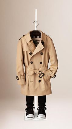 Burberry Honey The Wiltshire - Heritage Trench Coat - The Wiltshire is a modern fit trench coat featuring raglan sleeves. Discover the childrenswear collection at Burberry.com