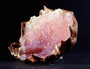 Mit #Zucker, #Schokolade und Geduld könnt ihr euch einen glitzernden #Kristall zum Vernaschen züchten! #Rezept