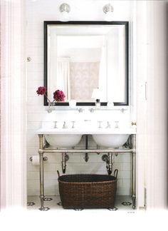 {elle decor, october 2007, bathroom of Michelle Smith (girl behind the fashion label Milly), photographed by Roger Davies}