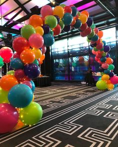 Mariana C Figueroa ( Kite Decoration, School Decorations, Balloon Decorations, Balloon Arch, Balloons, Church Stage, Church Events, String Of Pearls, Time To Celebrate