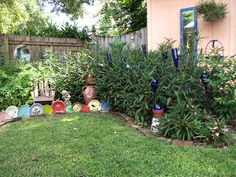 Plate edgings and other art decor in the garden. Be creative. Awesomeness!