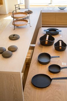 Nalata Nalata stocks wares for cooking, dining, and the bed and bath. Flat Interior, Interior Styling, Earth Design, Store Interiors, Japanese Design, Wabi Sabi, Kitchenware, Tableware, Retail Design