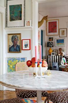 7 Maximalist Interiors That Prove Minimalism Is on Its Way Out - Black and white bureau.Maximalist Decor Ideas for the Home Living Room Decor, Living Spaces, Dining Room, Dining Table, Round Dining, Dining Area, Dining Chairs, Maximalist Interior, Sweet Home
