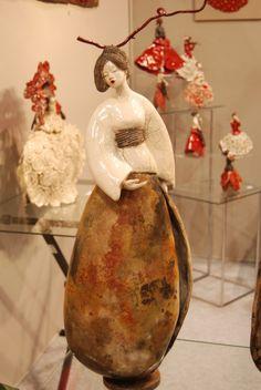 Pauline Wateau: galerie photos de mes oeuvres Ceramic Sculpture Figurative, Bowl Light, Ceramic Figures, Japanese Pottery, Gourds, Sculpture Art, Creations, Oeuvres, Statue