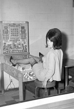 Pinball Wizardess~ oh man, look at the nylons - horror!
