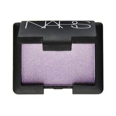Bridesmaids Rose Byrne's makeup artist Maud Leceppe opted for a soft smoky eye (he used Nars Eyeshadow in Lhasa and Coconut Grove)