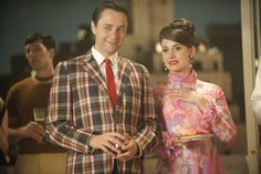 'Mad Men' costume designer Janie Bryant reflects on working with Matthew Weiner and costuming Don Draper, Peggy Olson and Joan Harris. Mad Men Fashion, Fashion Tag, New Fashion Trends, 1960s Fashion, Vintage Fashion, Don Draper, Madison Avenue, Mad Men Season 5, Derby Day
